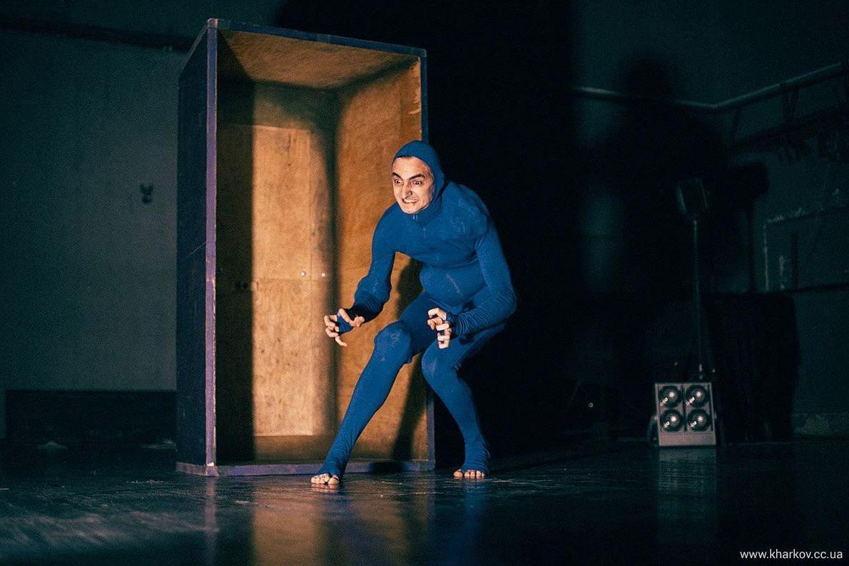 zakazat-tsvetov-v-teatr-dnepropetrovske