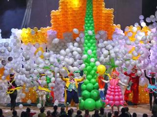 спектакль Новогоднее Шар-Шоу! в Мариуполе - 3